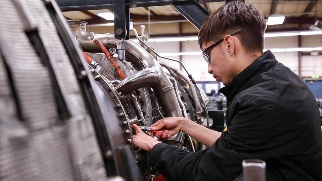 student taking an aviation maintenance technology course | Spartan College of Aeronautics and Technology