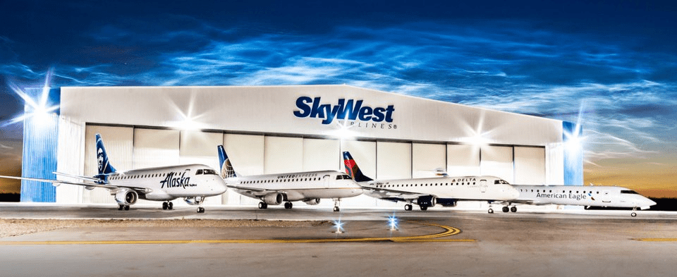 skywest hanger and planes