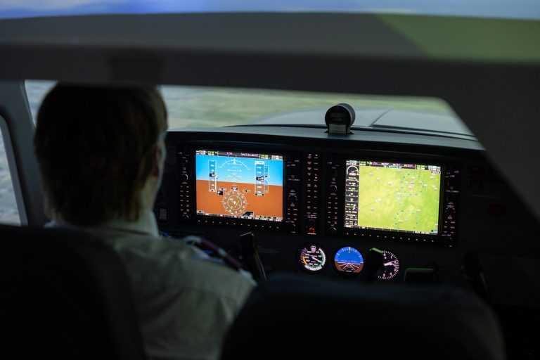 flight simulator student
